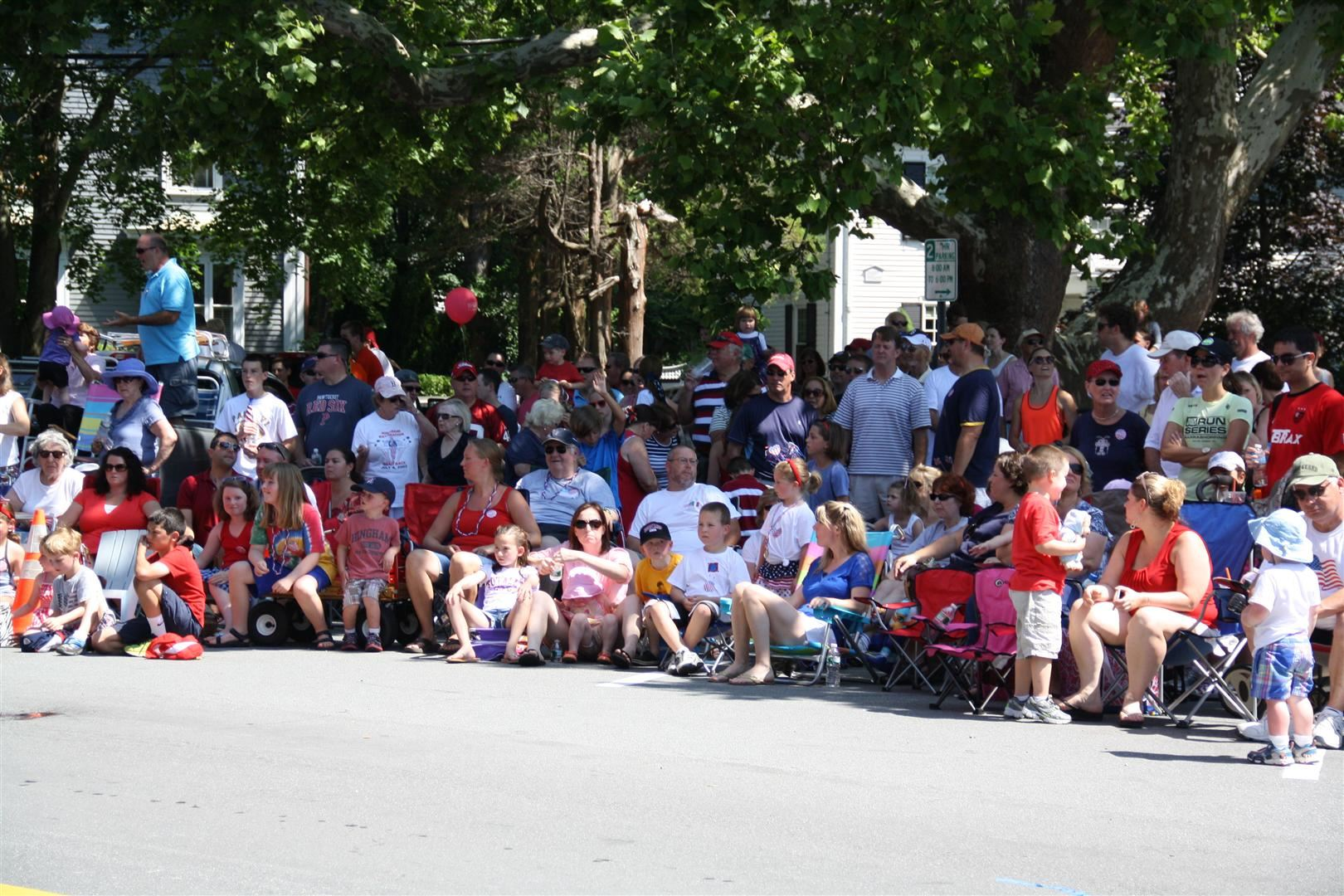 The crowds enjoy the parade!